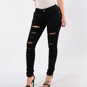 NWT 🏷 Fashion Nova Distressed High-Waisted Jeans
